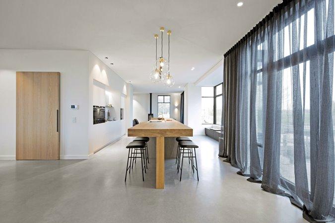Hoge Themis Next aluminium ramen in keuken